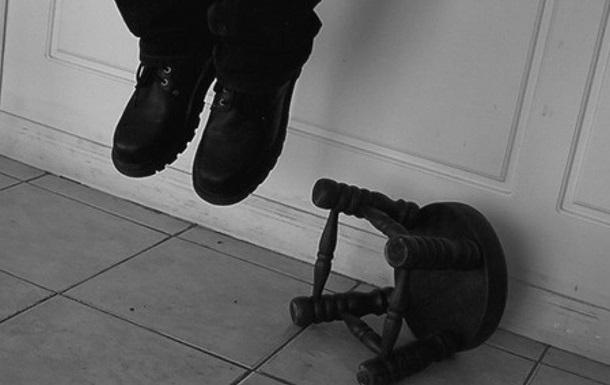 В центре Тернополя на кабеле повесился мужчина