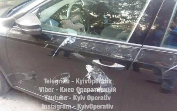 На левом берегу Киева за ночь облили кислотой 30 машин