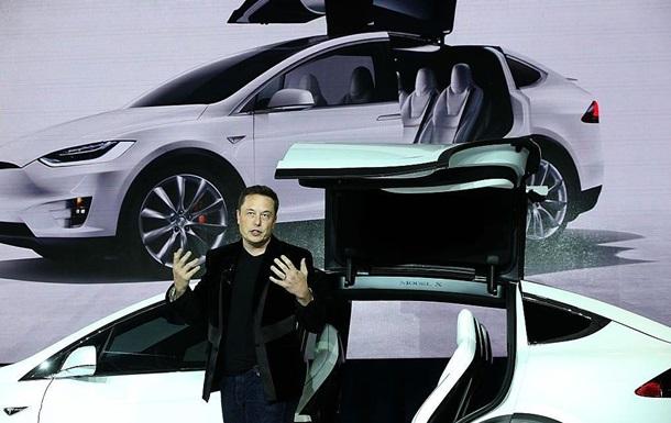 Tesla відкликає 11 тисяч кросоверів Model X