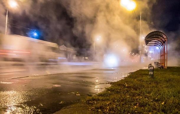 На проспекті Лобановського в Києві прорвало трубу