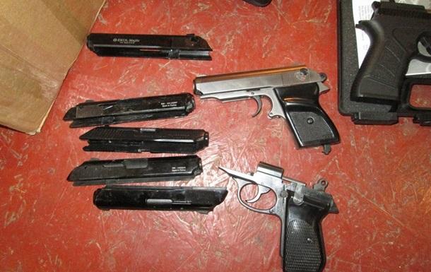 В Днепре группировка с нацгвардейцем торговала оружием