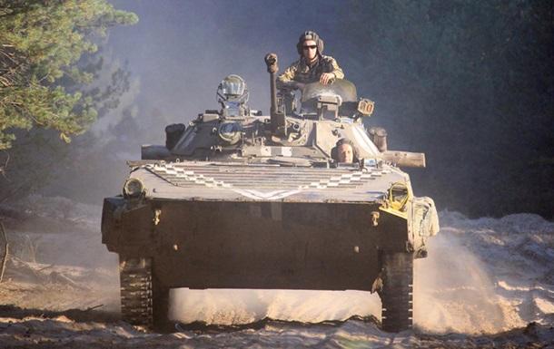 Порошенко: Армия получит 200 единиц новой техники