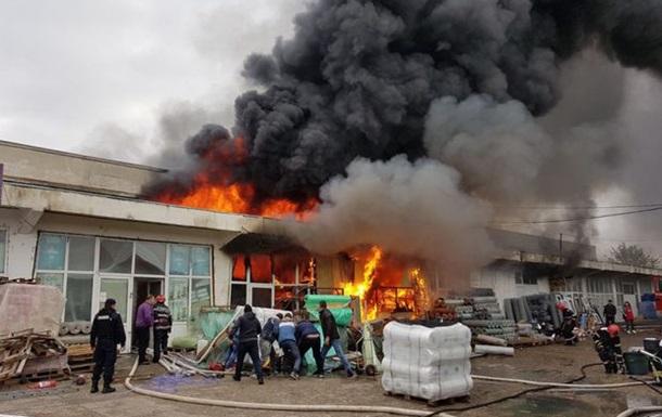 У Румунії горить хімічний склад