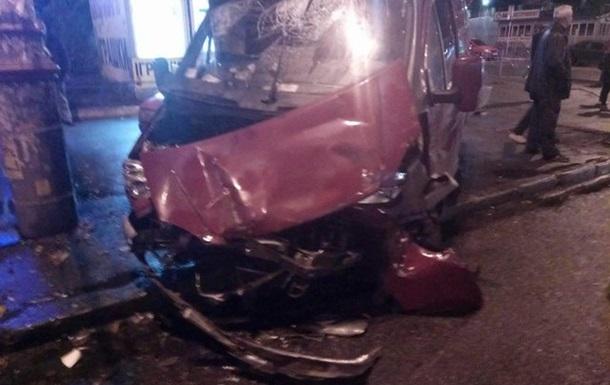 У Києві зіткнулися маршрутка і п ять автомобілів