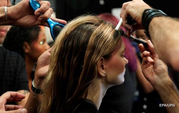 Медики: Частое окрашивание волос способствует развитию рака