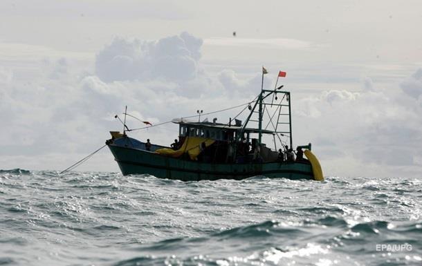 У Середземному морі зіткнулися човен із мігрантами і військовий корабель