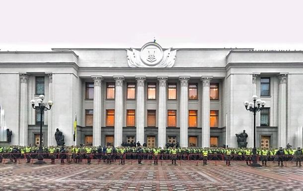 В Киеве силовики оцепили правительственный квартал