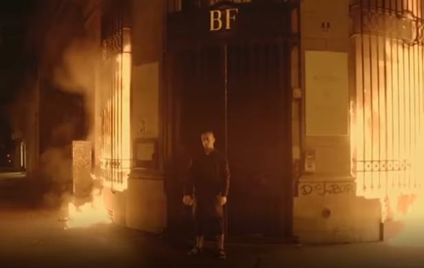 Появилось видео поджога Банка Франции Павленским