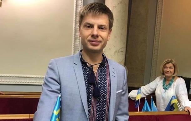 Под Радой нардепа Гончаренко забросали яйцами
