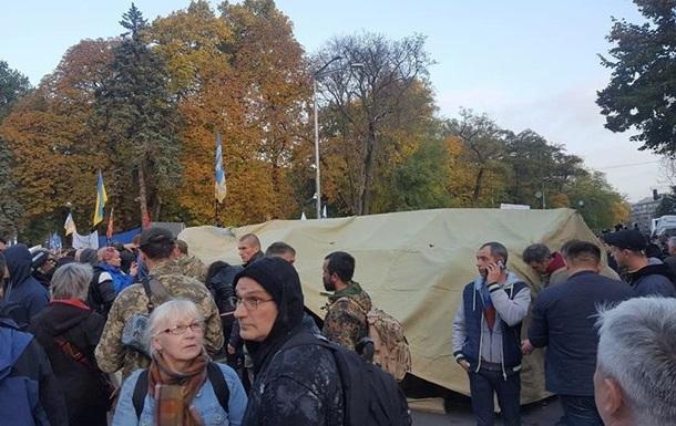 Возле Верховной Рады устанавливают палатки