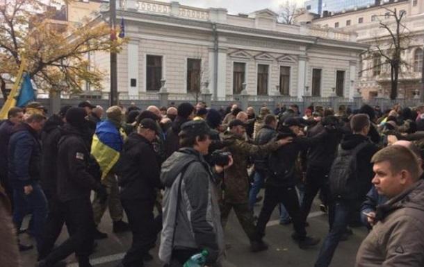 Біля Верховної Ради побили депутата Барну із Тернопільщини
