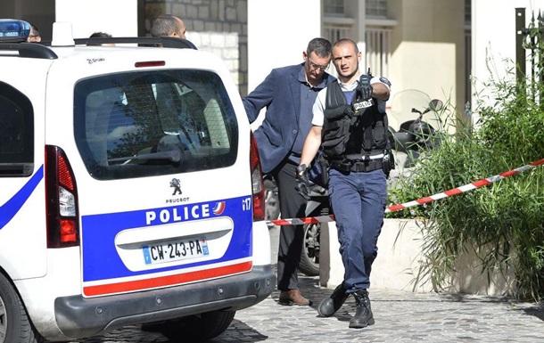 В Париже пьяный русский бросался на людей с бензопилой