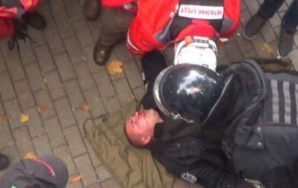 З явилося відео побиття поліцейського під Радою