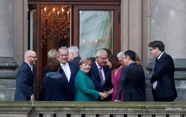 В Германии победители выборов провели первые переговоры