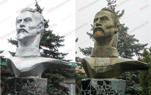 У Бердянську Дзержинського переробили в козацького полковника