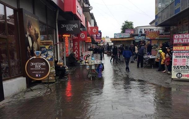 В Запорожье затопило часть центрального рынка