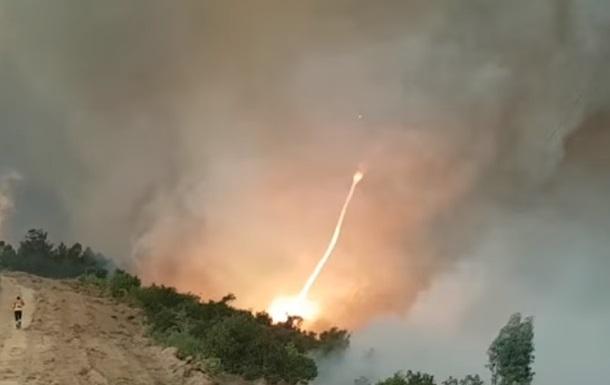 В Португалии на видео сняли огненный торнадо