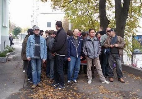 Натовп неадекватних  тітушок : у центрі Києва мітингувальники напали на журналі