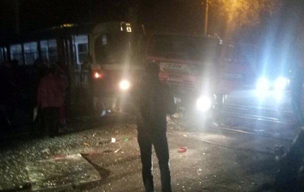 У Донецьку зіткнулися трамвай і бензовоз