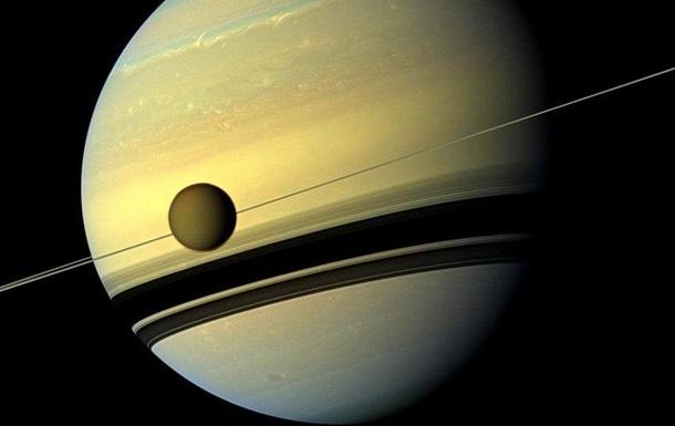 В атмосфере Титана обнаружены ледяные облака