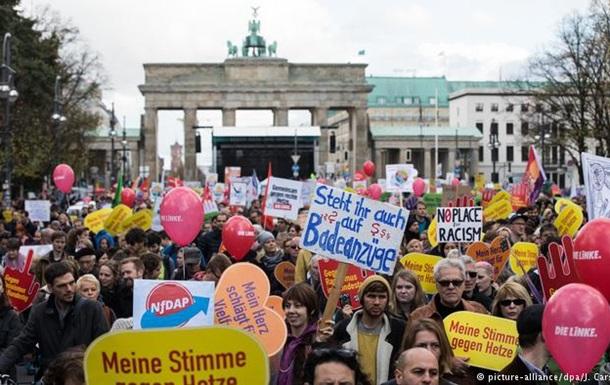 У Берліні тисячі людей вийшли на акцію проти ненависті й расизму
