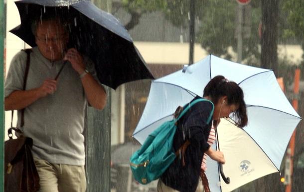 Через тайфун у Японії загинули двоє людей, ще 90 поранені