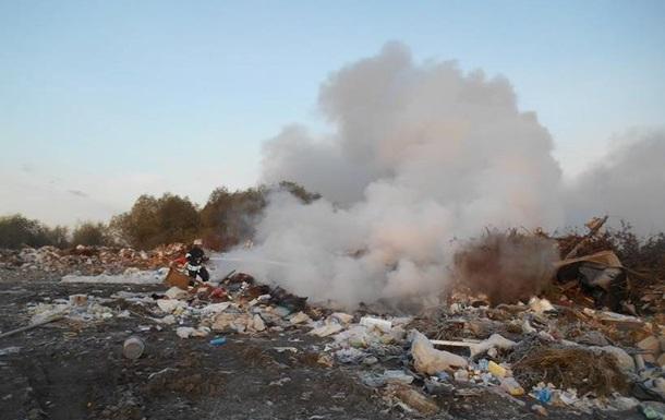 Біля аеропорту Бориспіль горить звалище