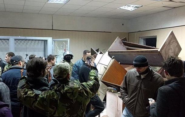 Прихильники Коханівського забарикадувалися в суді