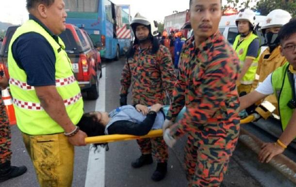 У Малайзії зіткнулися два автобуси: вісім загиблих