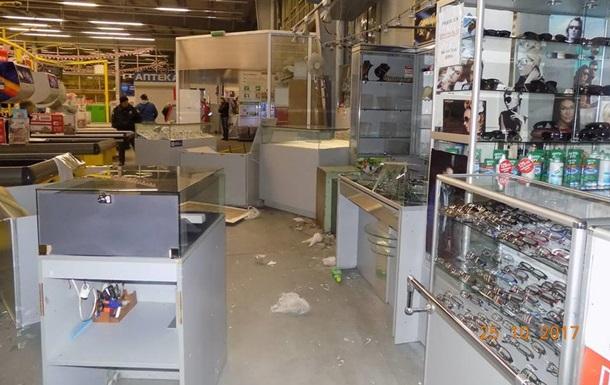 У Чорноморську грабіжники в їхали в магазин на машині і викрали два сейфи