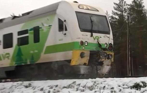 У Фінляндії поїзд зіткнувся з військовою вантажівкою, є жертви
