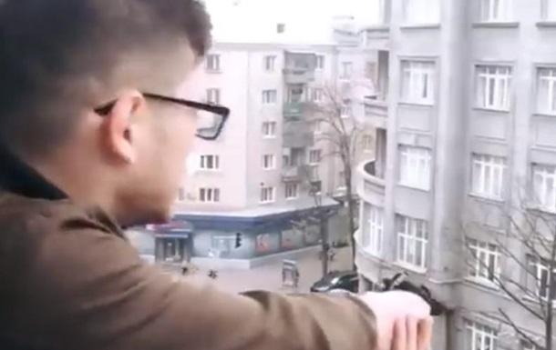 Харьковчанин открыл беспорядочную стрельбу с балкона квартиры