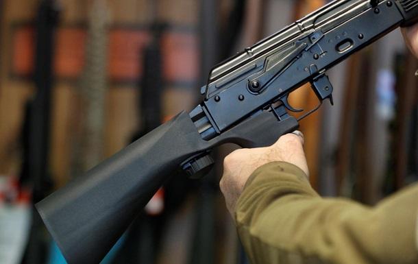 Трое украинцев пытались наладить сбыт переделанного оружия в РФ