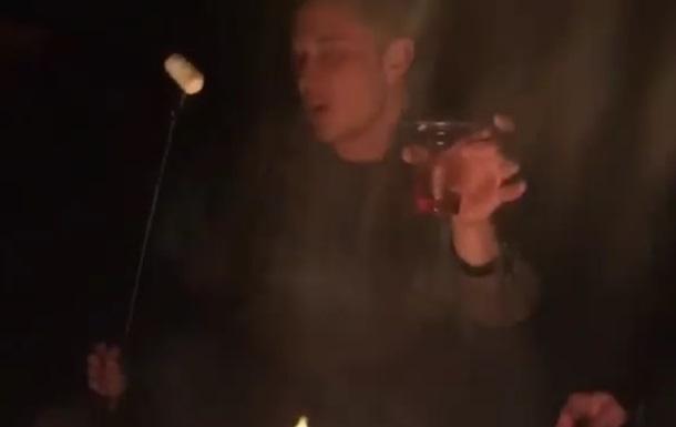 Відео зі співаючим біля багаття Ілоном Маском стало хітом