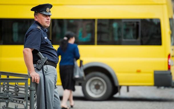 У Грузії школярі випали з автобуса під час руху