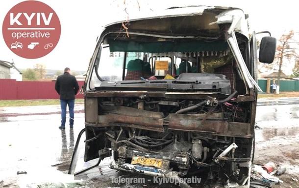 Під Києвом зіткнулися два автобуси