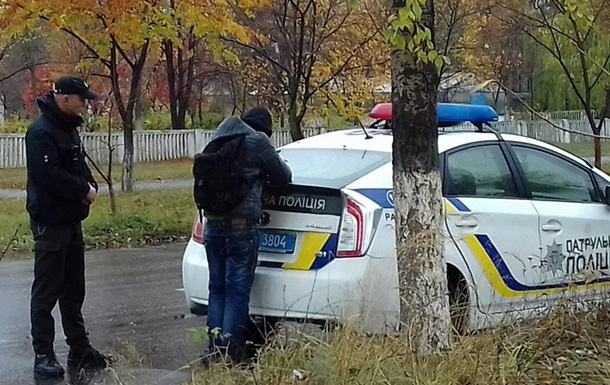 В Луганской области мужчина с ножом напал на полицейского