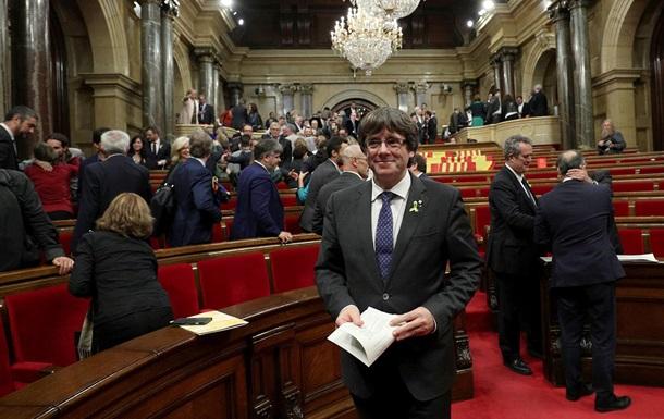 Отправленные в отставку каталонские министры вновь пришли на работу