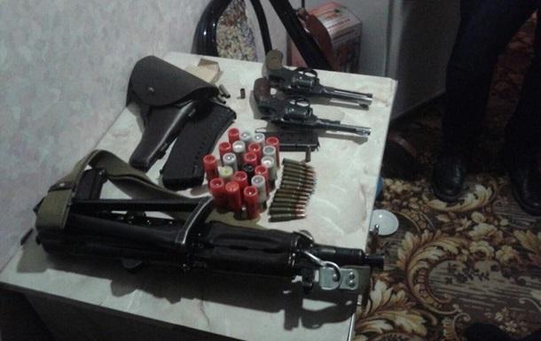В Полтавской области бывший и действующий полицейские торговали оружием