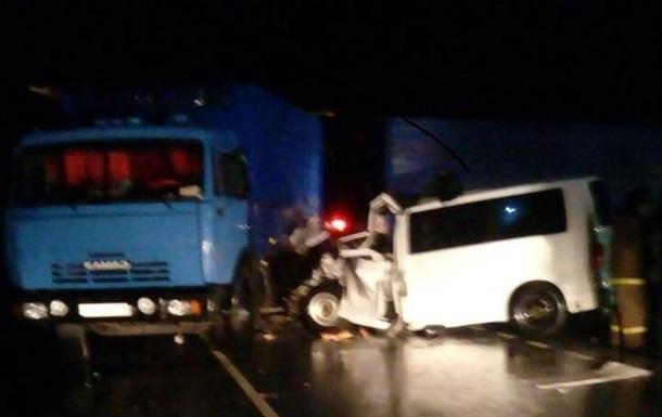 У Росії вантажівка протаранила мікроавтобус: п ять жертв
