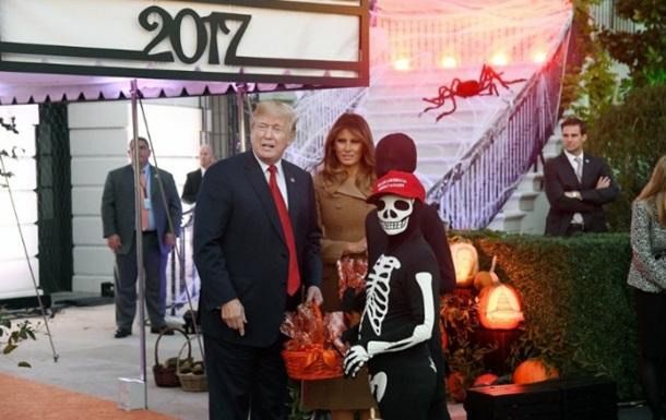 Трамп с женой отметили Хеллоуин в Белом доме