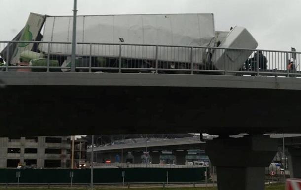 В Борисполе второе за день происшествие с грузовиком
