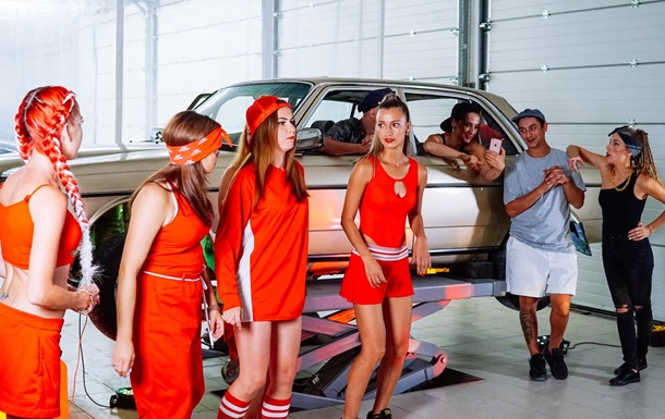 Найбільше таксі України - в ваших навушниках. Музыкальный кліп від Shark Taxi.