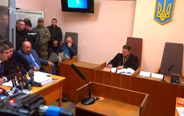 Зал суда по делу Авакова заняли люди в камуфляже