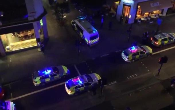 В центре Лондона такси наехало на пешеходов