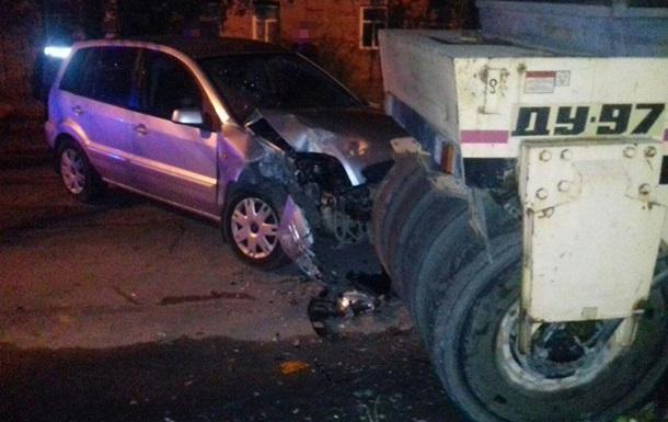 У Сумах п яний водій в їхав у дорожній каток