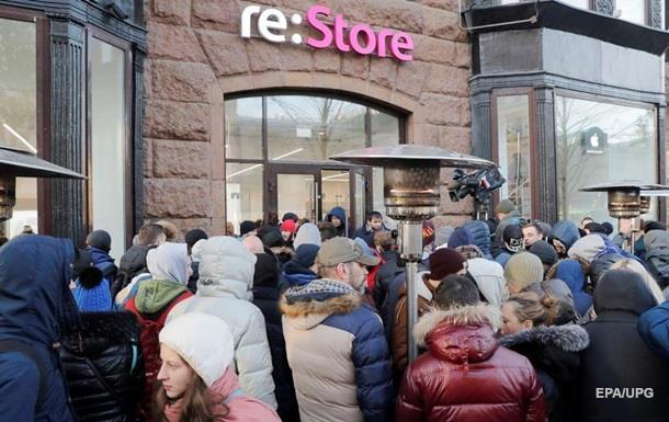 Сотні москвичів стали в чергу за новим iPhone