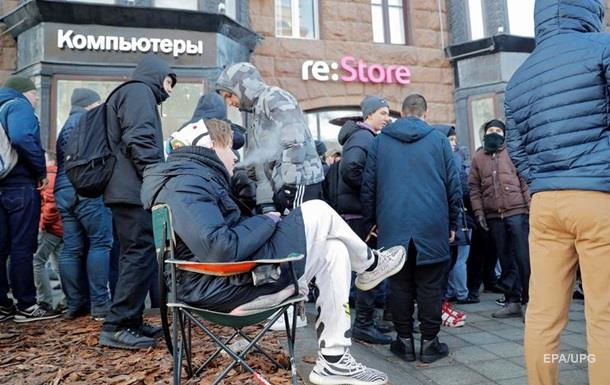 Россиянина, простоявшего в очереди три дня за новым iPhone, увезла скорая
