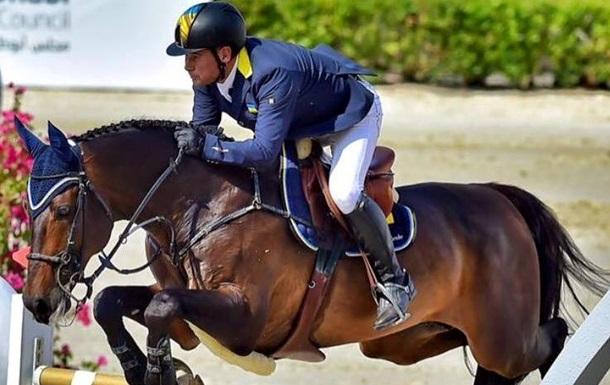 Беглый нардеп Онищенко упал с коня и повредил руку