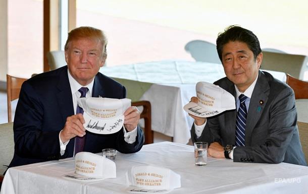 Трамп зіграв у гольф з прем єром Японії Абе